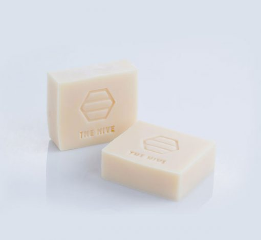 Cleanses the hair and scalp, leaving the hair nourished and smooth. The oil present in the shampoo bar gently hydrates the scalps and leaves your hair healthy. Shop online at the Hive Bulk foods, largest zero waste shop in Malaysia and Singapore.