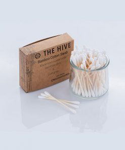 Environmentally sustainable Q-tips. Made of a slim but firm sustainable bamboo stick with natural cotton tips. Our Q-tips are compost friendly.